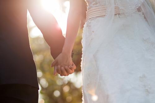 なかなか結婚に踏み切れないカップルも多い今の世の中、周りで離婚する人た... できちゃった結婚が