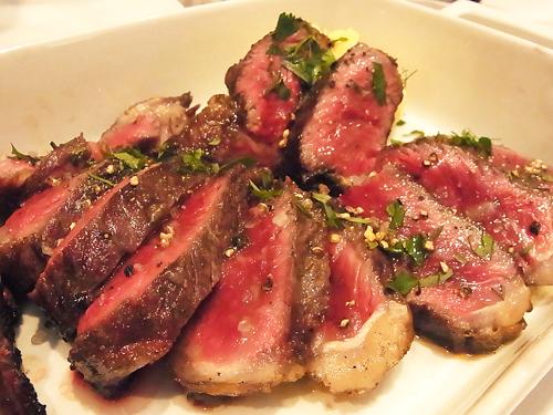 はっしー:「マイベストオブ肉イタリアンとしてお腹を張っておすすめできるのがカルネヤ! 店名にカルネ、スペイン語で肉という意味の名前をつけるほど、肉押しなお店
