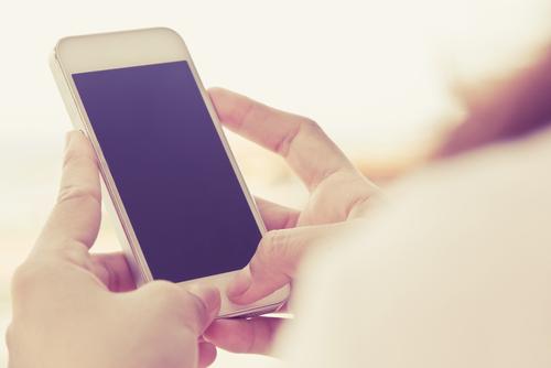 「携帯を見る人」の画像検索結果