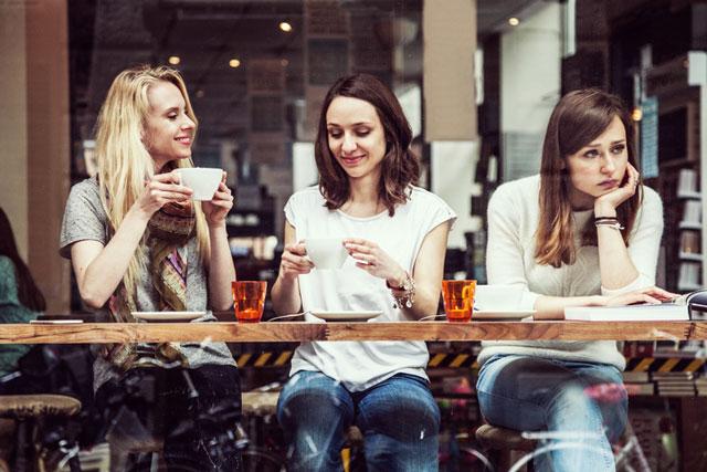 うんざりする…喋りたくない相手との会話から逃げ出す方法