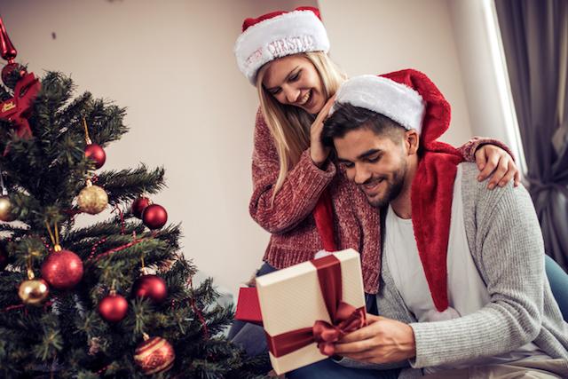 彼に何をあげればいい!? もらってうれしかったクリスマスプレゼントとは?