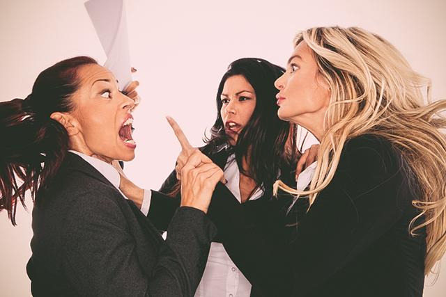 もうイヤ! 女性たちが「この仕事辞めたい!」と思った瞬間・4選