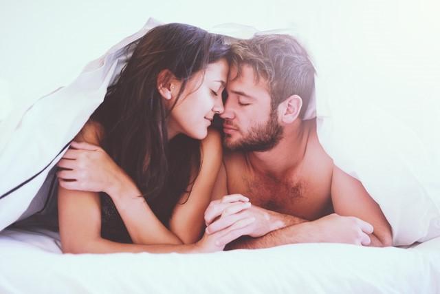 """彼が狼に! 男性が一瞬で「抱きたくなる」女の""""○○の香り""""とは?"""