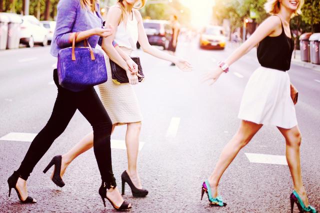 目指せモデル歩き! ピンヒールで颯爽と歩くための6つのヒント